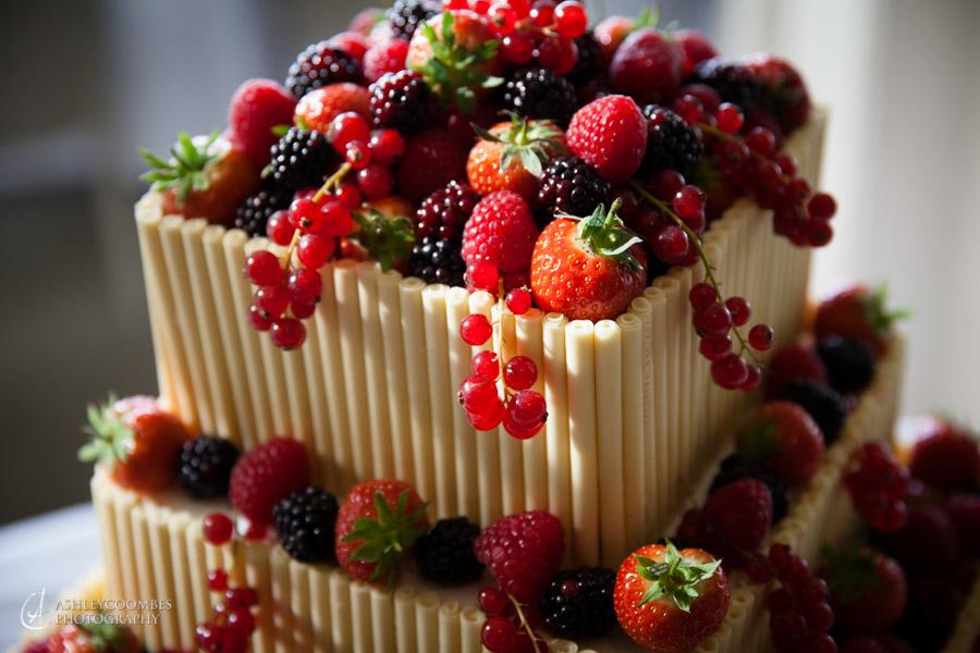 Cake cutting at Lake of Menteith wedding