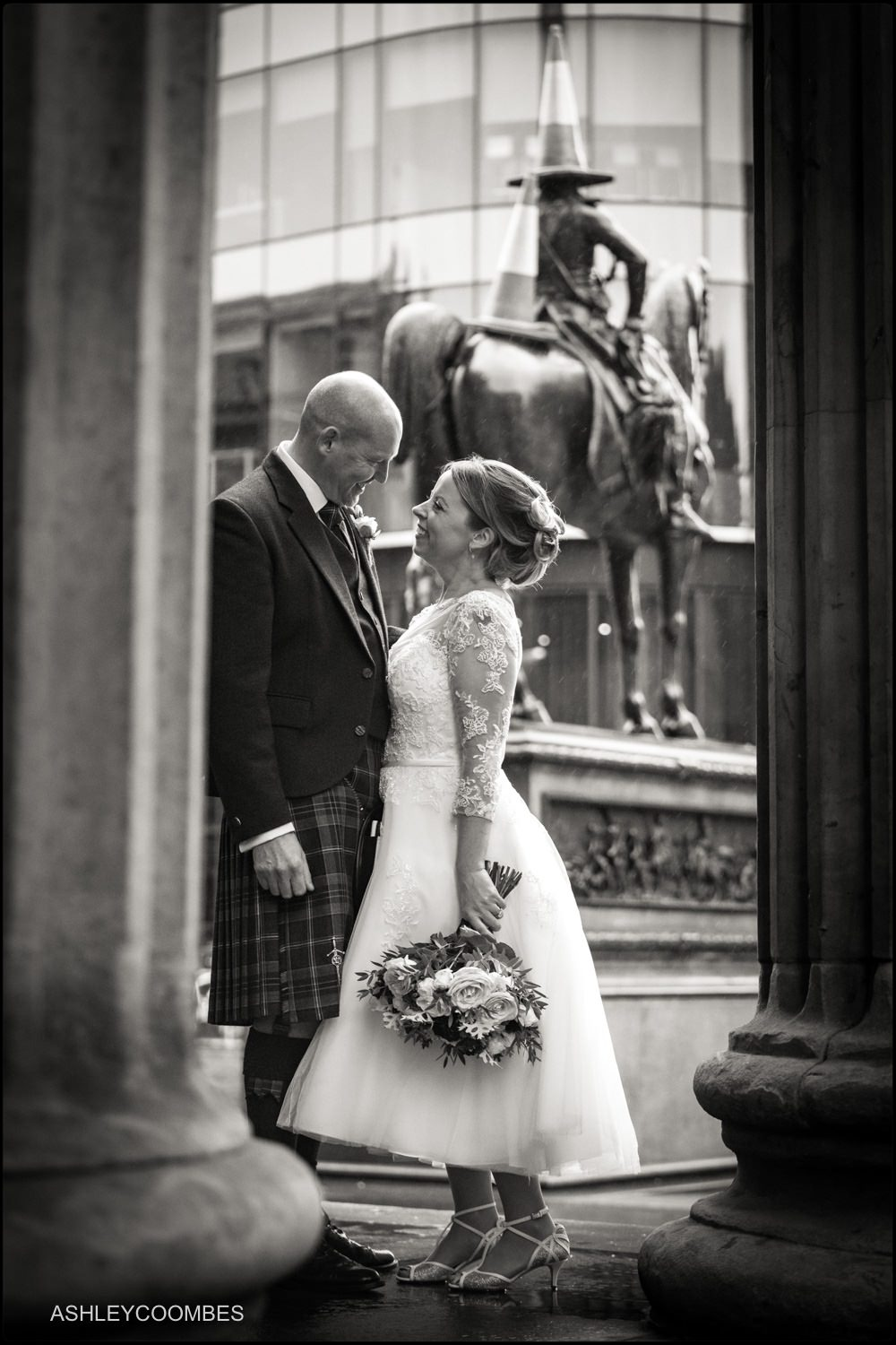 Wedding portraits with Duke of Wellington